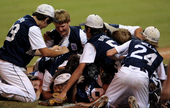 The McAllister Park team piles on the field after defeating Bridge City Little League in Waco on Thursday, Aug. 13, 2009. Photo: Billy Calzada, San Antonio Express-News / gcalzada@express-news.net