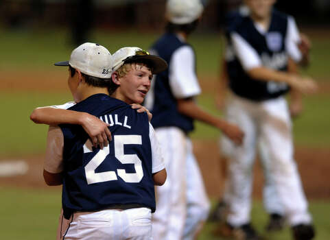 John Shull of McAllister Park is embraced by teammate Wyatt Willis after defeating Bridge City in Waco on Thursday, Aug. 13, 2009. Photo: Billy Calzada, San Antonio Express-News / gcalzada@express-news.net