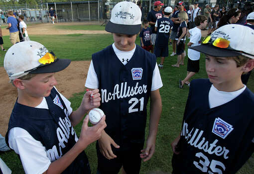 McAllister Park Little League team members Wyatt Willis (from left), Steven Cardone and Tanner Scarborough sign a baseball during a meet-and-greet, Sunday, Aug. 16, 2009. Photo: Jerry Lara, San Antonio Express-News / glara@express-news.net