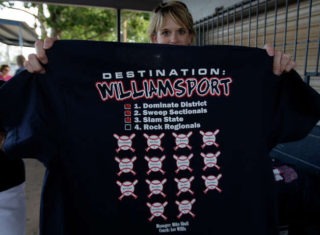 Kim Selsor holds up a McAllister Park Little League team T-shirt for sale as part of their fundraiser during a meet-and-greet, Sunday, Aug. 16, 2009. Photo: Jerry Lara, San Antonio Express-News / glara@express-news.net