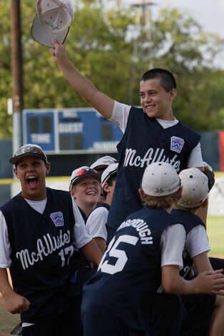 McAllister Park Little League team member Nick Smisek waves to the crowd as he is introduced during a meet-and-greet, Sunday, Aug. 16, 2009. Photo: Jerry Lara, San Antonio Express-News / glara@express-news.net