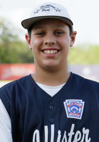 McAllister Park Little League, No. 17 catcher Travis Daves. Photo: Jerry Lara, San Antonio Express-News / glara@express-news.net