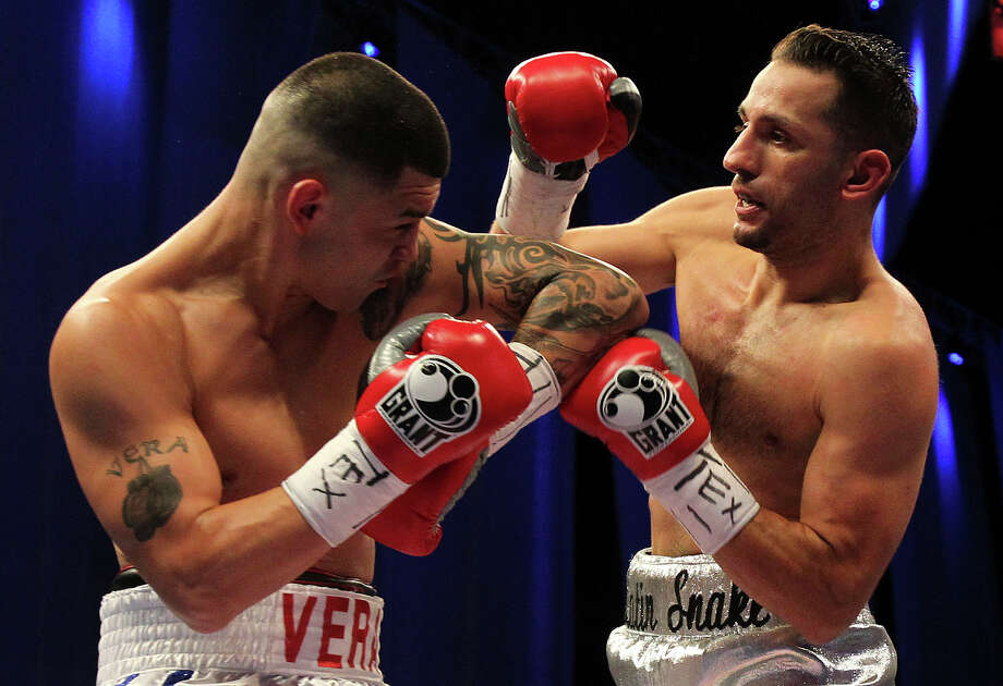 Brian Vera takes on Sergio Mora in the main event at the Alamodome on August 11, 2012. Photo: Tom Reel, San Antonio Express-News / ©2012 San Antono Express-News