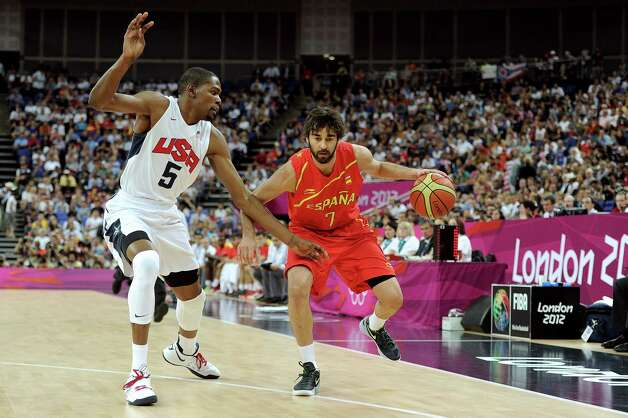 LONDON, ENGLAND - AUGUST 12:  Juan-Carlos Navarro #7 of Spain dribbles the ball against Kevin Durant #5 of the United States during the Men's Basketball gold medal game between the United States and Spain on Day 16 of the London 2012 Olympics Games at North Greenwich Arena on August 12, 2012 in London, England. Photo: Harry How, Getty Images / 2012 Getty Images