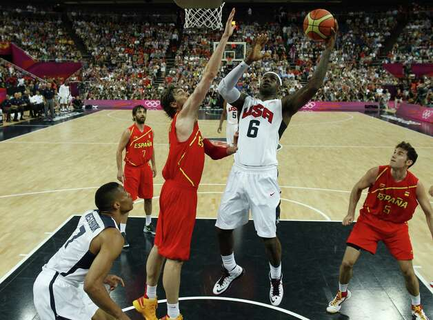 LONDON, ENGLAND - AUGUST 12: Lebron James (C) of the United States shoots over Pau Gasol of Spain during the Men's Basketball Gold medal game between the United States and Spain on Day 16 of the London 2012 Olympics Games at North Greenwich Arena on August 12, 2012 in London, England. Photo: Pool, Getty Images / 2012 Getty Images