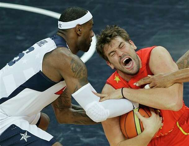 Spain's Marc Gasol and United States' LeBron James battle for a loose ball during the men's gold medal basketball game at the 2012 Summer Olympics, Sunday, Aug. 12, 2012, in London. Photo: AP