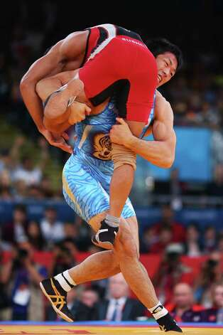 Tatsuhiro Yonemitsu of Japan in action against against Sushil Kumar of India during the Men's Freestyle 66 kg wrestling gold medal fight. Photo: Ryan Pierse, Getty Images / 2012 Getty Images
