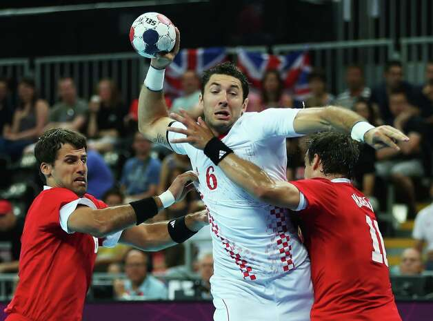 Blazenko Lackovic #6 of Croatia is defended by Tamas Mocsai (L) #6 and Gergely Harsanyi #10 of Hungary during the Men's Handball bronze medal match. Photo: Jeff Gross, Getty Images / 2012 Getty Images