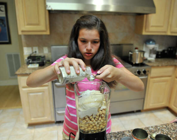 Sophie Cantu makes Waba's Hummas that her mother taught her to make from her grandfather's recipe. Photo: Robin Jerstad, For The Express-News