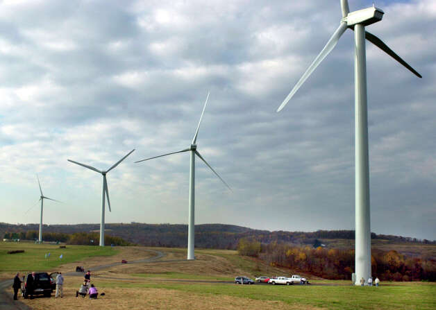 A windmill farm in Somerset County, Pa., is one of many in the U.S. A political battle is shaping up over a tax incentive for wind power that is set to expire at the end of this year. Photo: VWH Campbell Jr, Associated Press / AP2004