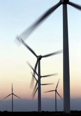 Giant windmills turn at dusk at the Gulf Wind farm near Sarita in South Texas. Photo: JOHN DAVENPORT, SAN ANTONIO EXPRESS-NEWS / jdavenport@express-news.net