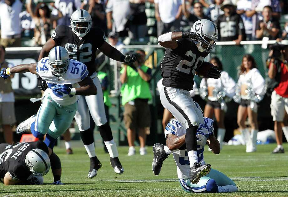 running back Darren McFadden (20) runs against the Dallas Cowboys during the first quarter of an NFL preseason football game in Oakland, Calif., Monday, Aug. 13, 2012. (AP Photo/Tony Avelar) Photo: Tony Avelar, Associated Press / FR155217 AP