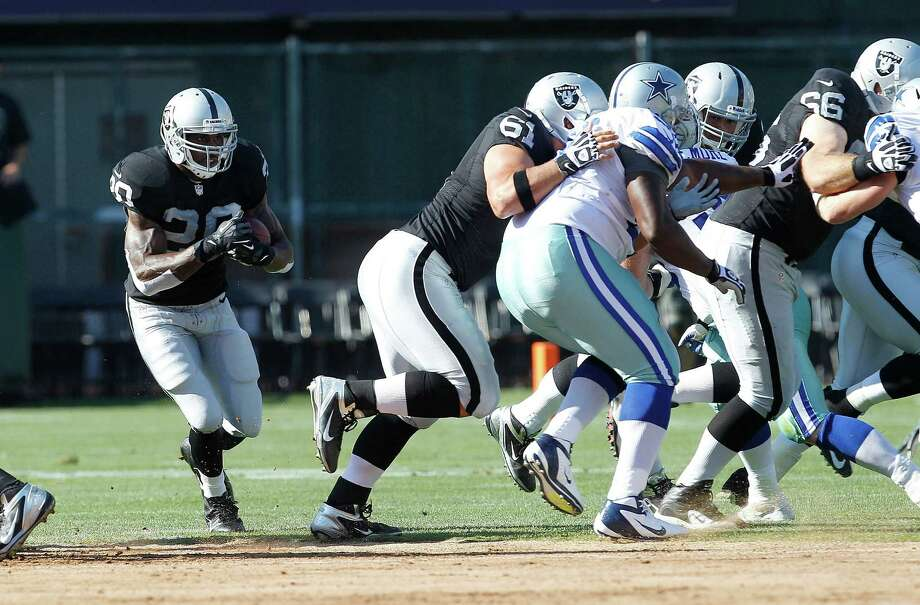 Oakland Raiders running back Darren McFadden (20) runs against the Dallas Cowboys during the first quarter of an NFL preseason football game in Oakland, Calif., Monday, Aug. 13, 2012. (AP Photo/Tony Avelar) Photo: Tony Avelar, Associated Press / FR155217 AP