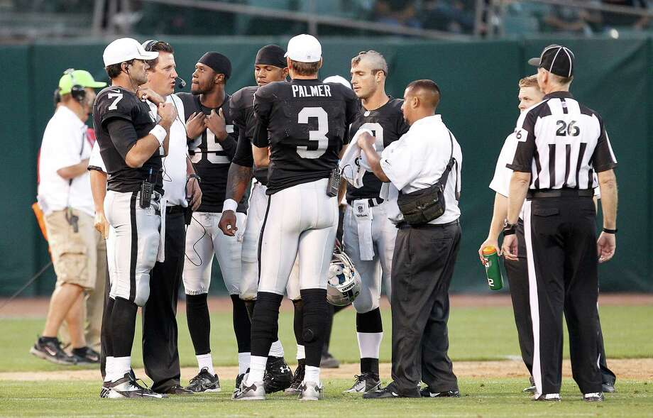 Oakland Raiders offensive coordinator Greg Knapp, second from left, talks with offensive players during the second half of an NFL preseason football game against the Dallas Cowboys in Oakland, Calif., Monday, Aug. 13, 2012. (AP Photo/Tony Avelar) Photo: Tony Avelar, Associated Press / FR155217 AP