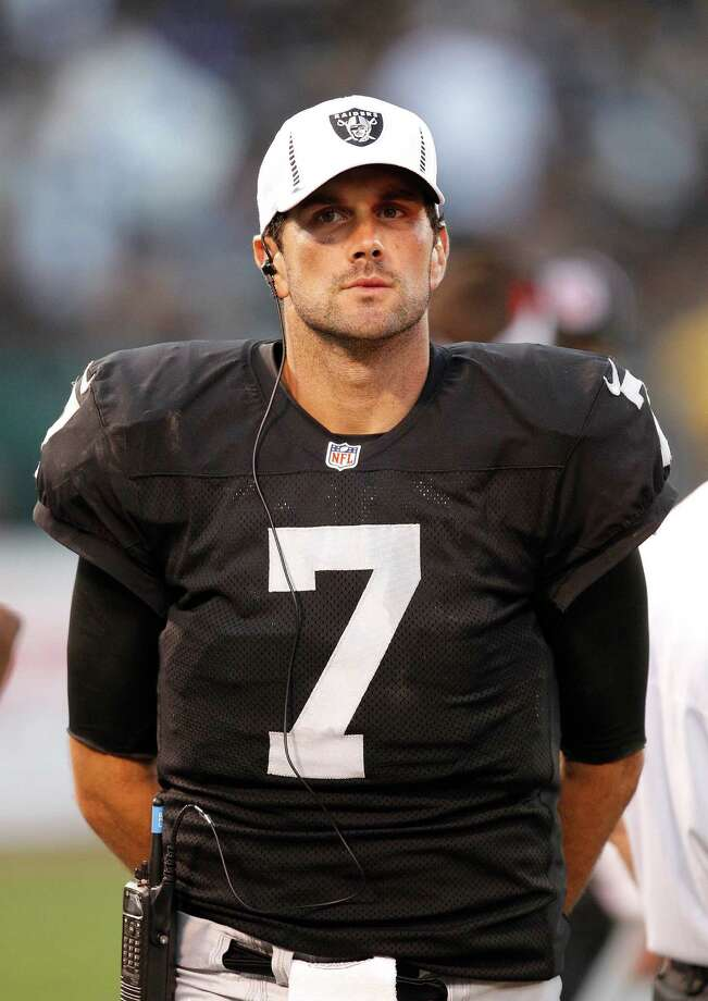 Oakland Raiders quarterback Matt Leinart (7) against the Dallas Cowboys during the second half of an NFL preseason football game in Oakland, Calif., Monday, Aug. 13, 2012. (AP Photo/Tony Avelar) Photo: Tony Avelar, Associated Press / FR155217 AP