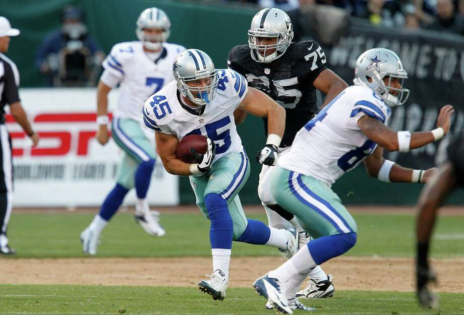 Dallas Cowboys running back Shaun Chapas (45) against the Oakland Raiders during the second half of an NFL preseason football game in Oakland, Calif., Monday, Aug. 13, 2012. (AP Photo/Tony Avelar) Photo: Tony Avelar, Associated Press / FR155217 AP