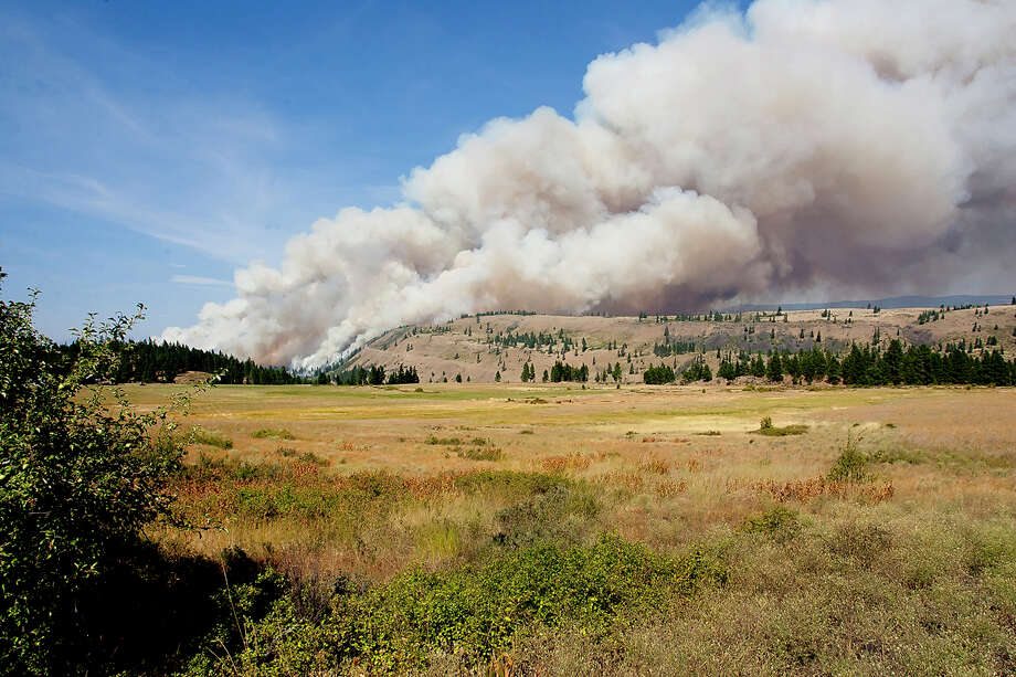 Smoke fills the sky over Lookout Mountain from the Taylor Bridge Fire east of Cle Elum, on Monday. Photo: Ap