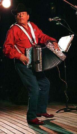 INTERNATIONAL ACCORDION FESTIVAL: Mingo Saldivar looks back towards his members of his group Los Tremendos Cuatro Espadas during his hipnotic performance at La Villita Arneson Theatre Friday Oct.13, 2006. DELCIA LOPEZ/STAFF Photo: DELCIA LOPEZ, EXPRESS-NEWS FILE PHOTO / SAN ANTONIO EXPRESS-NEWS
