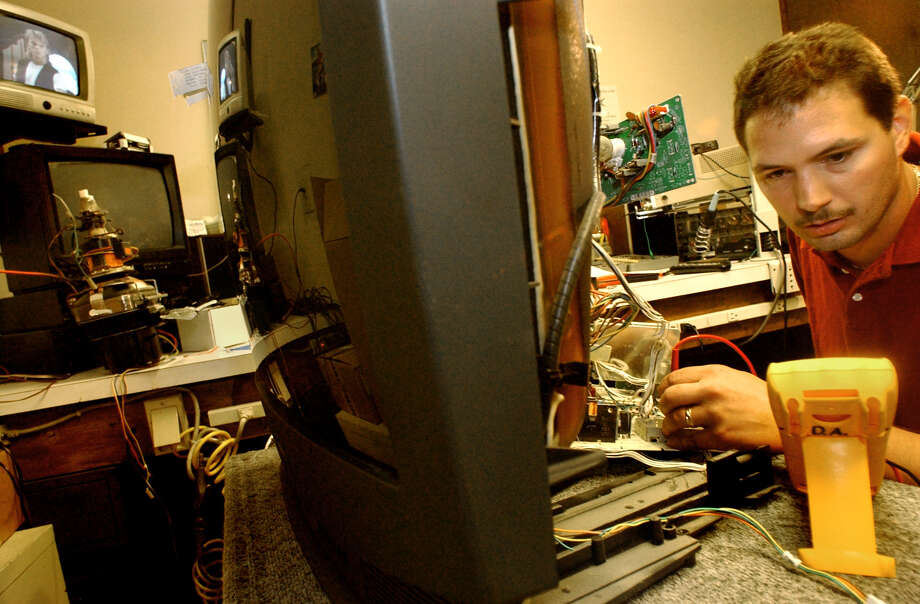TIMES UNION STAFF PHOTO--MICHAEL P. FARRELL--Electrical Technician Dan Audette works on a television repair at Lake Electronics in  Colonie, New York Friday August 15, 2003 .  The Colonie store said they were deluged with phone call and walk ins for television repairs following Thursday's east coast power falure.