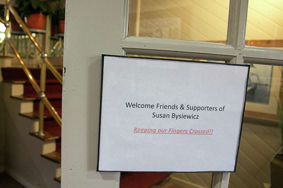 Mike Ross Connecticut Post freelance - A sign lays near the entrance of the Mattabesett Canoe Club in Middletown, CT welcoming supporters of Susan Bysiewicz on Primary night on Tuseday August 14, 2012. Photo: Mike Ross / Connecticut Post Freelance