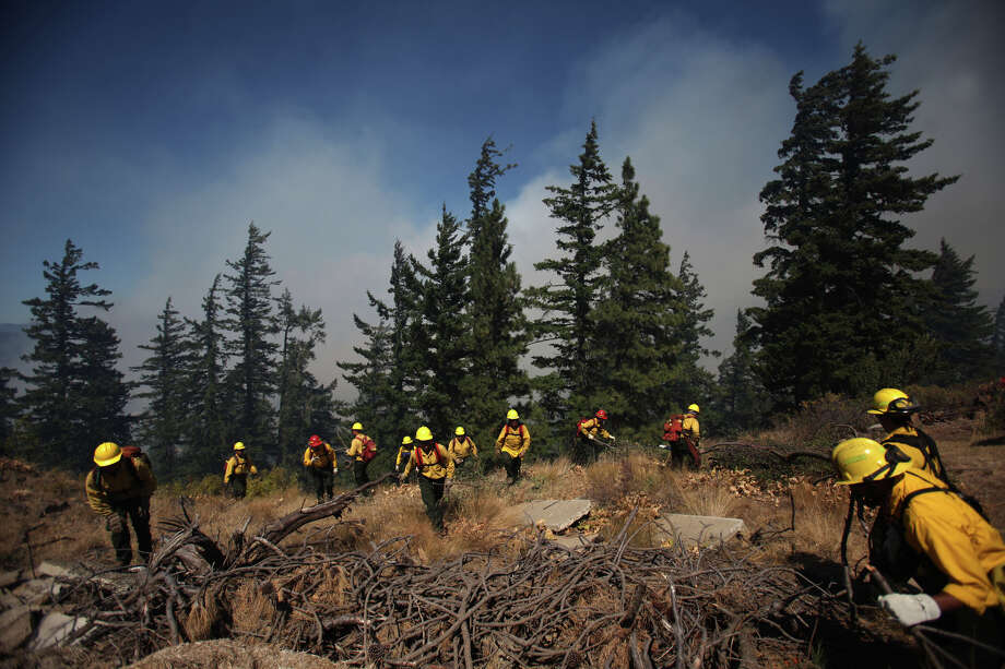 David Hoff flees with his cats Marty and Bertha from the Sunlight Waters housing development as the Taylor Bridge wildfire advances on the community on Tuesday, August 14, 2012 near Cle Elum. Photo: JOSHUA TRUJILLO / SEATTLEPI.COM