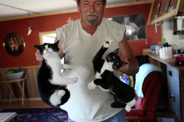 David Hoff flees with his cats Marty and Bertha from his home. He just moved to the area from Ballard and was nervous about losing his home. Photo: JOSHUA TRUJILLO / SEATTLEPI.COM
