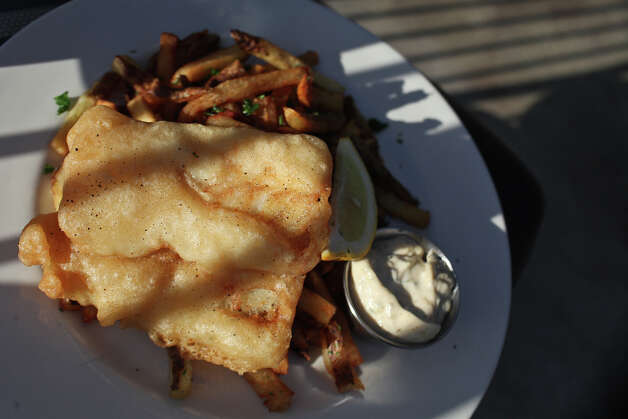 Fish & Chips at Knife & Fork Gastropub in San Antonio on Tuesday, August 14, 2012. Photo: Lisa Krantz, San Antonio Express-News / San Antonio Express-News