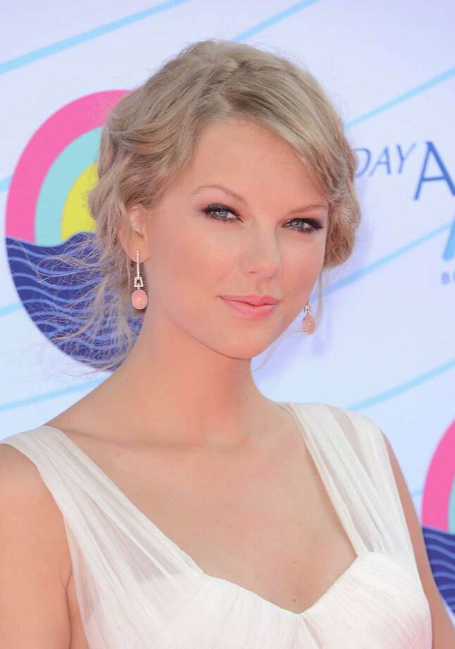 UNIVERSAL CITY, CA - JULY 22:  Musician Taylor Swift arrives at the 2012 Teen Choice Awards at Gibson Amphitheatre on July 22, 2012 in Universal City, California. Photo: Jason Merritt, Getty Images / 2012 Getty Images
