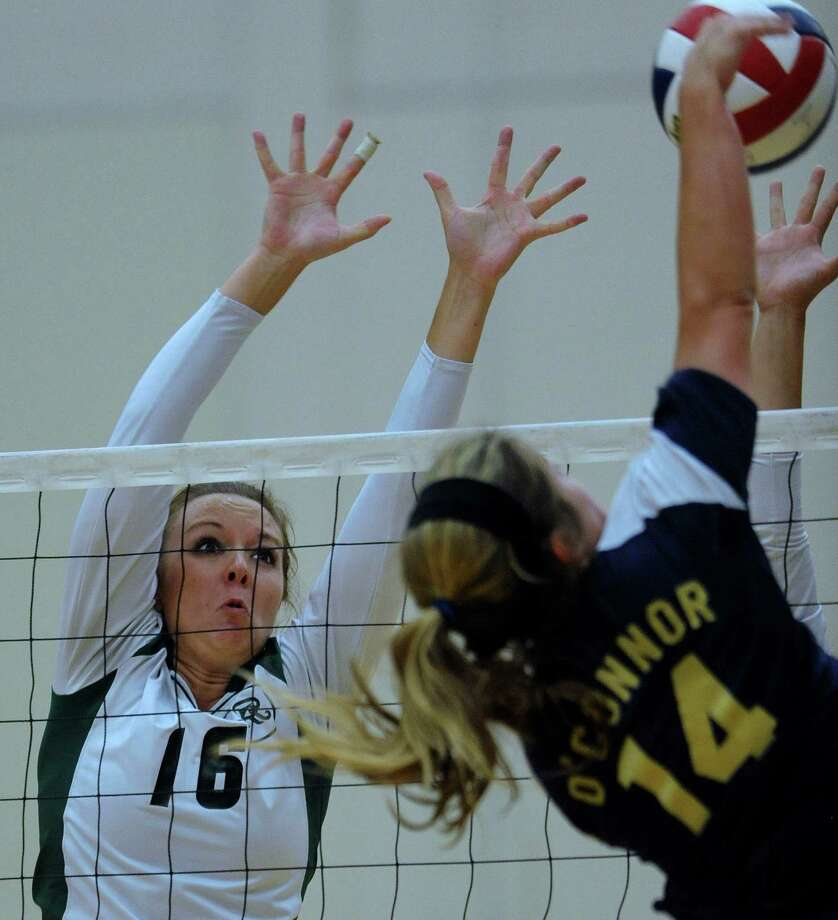 Reagan's Ashton Korona (left) goes up for a block against O'Connor's Kristin Fording on Wednesday. Reagan rolled to a 25-13, 25-16, 25-15 victory. Photo: Billy Calzada, San Antonio Express-News / © San Antonio Express-News