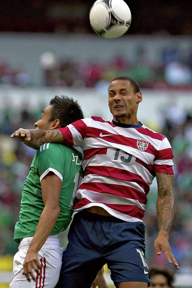 Jermaine Jones, right, of USA jumps for the ball with Hector Moreno of Mexico. Photo: ROBERTO MAYA, AFP/Getty Images / AFP