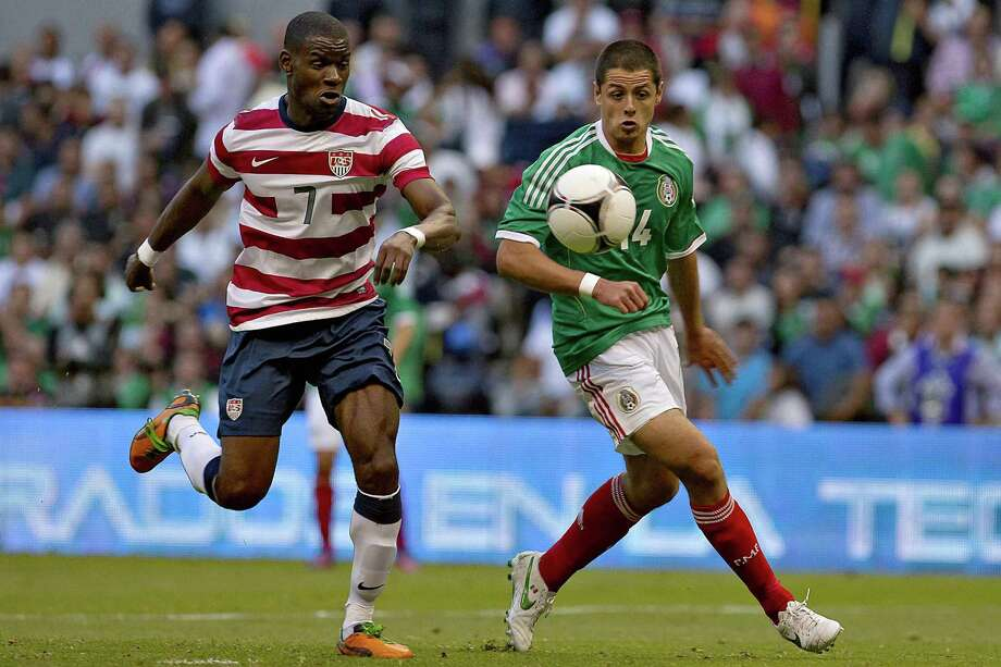 Muarice Edu, left, of USA vies for the ball with Javier Hernandez of Mexico. Photo: ROBERTO MAYA, AFP/Getty Images / MEXSPORT