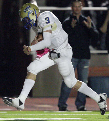 Kerrville Tivy's Johnny Manziel scores a touchdown against Lake Travis during second half action Friday Nov. 19, 2010 at Heroes Stadium. Lake Travis won 48-42. Photo: Edward A. Ornelas, San Antonio Express-News / eaornelas@express-news.net