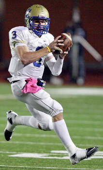Kerrville Tivy's Johnny Manziel heads up field against Lake Travis during first half action Friday Nov. 19, 2010 at Heroes Stadium. Photo: Edward A. Ornelas, San Antonio Express-News / eaornelas@express-news.net