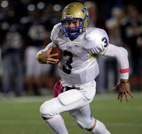 Johnny Manziel sprints toward the end zone in the first half as Boerne Champion plays Kerrville Tivy at Greyhound Stadium in Boerne on Oct. 29, 2010. Photo: Tom Reel, San Antonio Express-News / © 2010 San Antonio Express-News