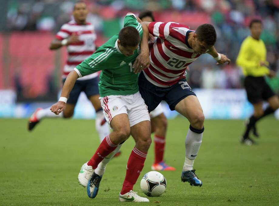 MEXICO CITY, MEXICO - AUGUST 15: Javier Hernandez of Mexico fights for the ball with Jose Torres of the United States during a FIFA friendly match between Mexico and US at Azteca Stadium on August 15, 2012 in Mexico City, Mexico. Photo: Miguel Tovar, Getty Images / 2012 Getty Images