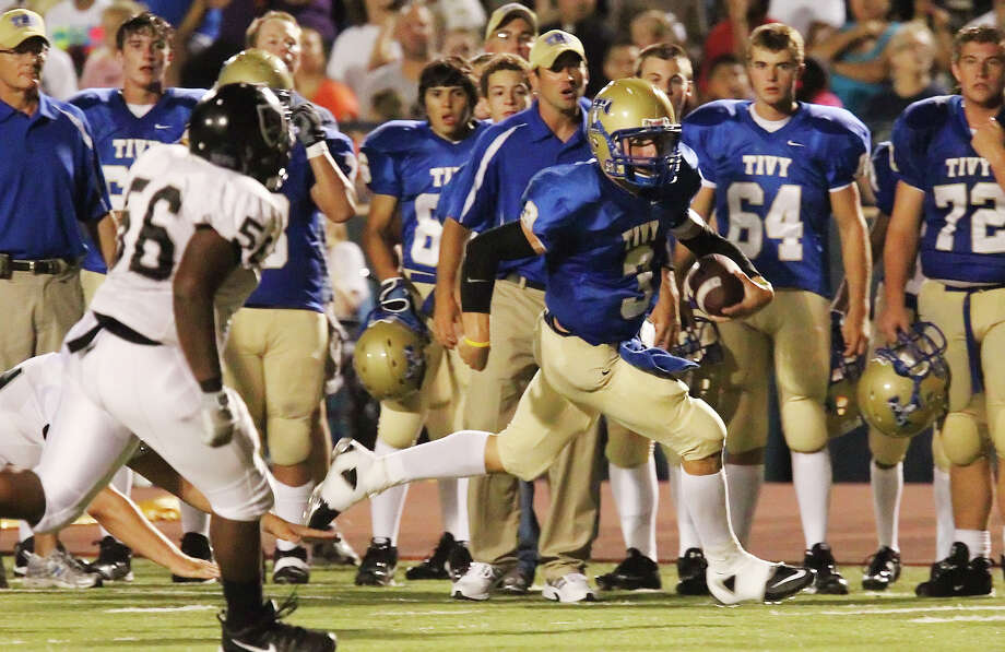 Kerrville Tivy's Johnny Manziel (03) sprints down the sideline against Steele in football in Kerrville, Texas on Friday, Sept. 10, 2010. Photo: Kin Man Hui, San Antonio Express-News / kmhui@express-news.net