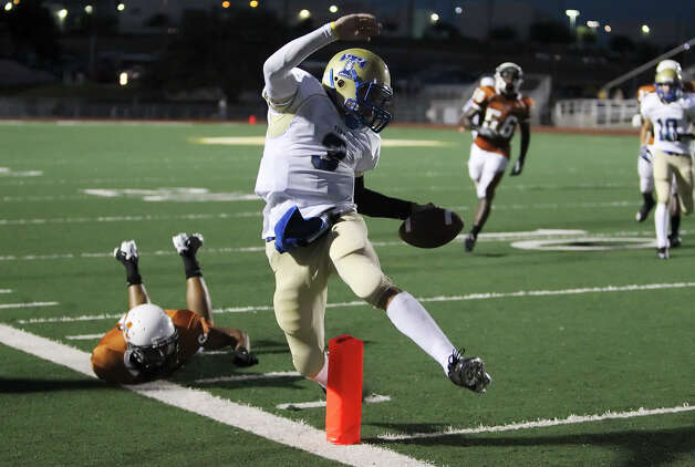 Kerrville Tivy's Johnny Manziel (03) clear the goal line for a touchdown against Madison in the first half at Comalander Stadium on Friday, Sept. 3, 2010. Photo: Kin Man Hui, San Antonio Express-News / San Antonio Express-News