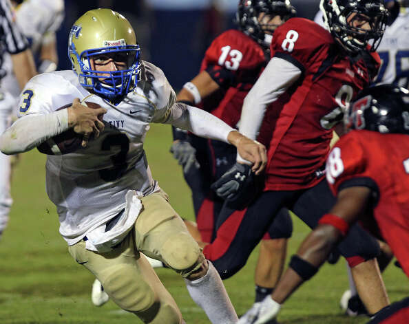 Tivy's Johnny Manziel quick shifts away from the field of pursuit as Lake Travis hosts Kerrville Tivy at Lake Travis Stadium on September 17, 2010. Photo: Tom Reel, San Antonio Express-News / © 2010 San Antonio Express-News