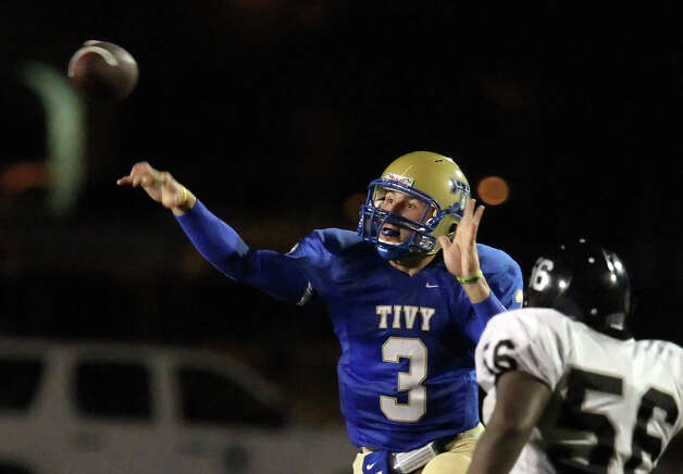 Kerrville Tivy's Johnny Manziel throws a pass against Steele's Zach Lloyd in football in Kerrville, Texas on Friday, Sept. 10, 2010. Photo: Kin Man Hui, San Antonio Express-News / San Antonio Express-News