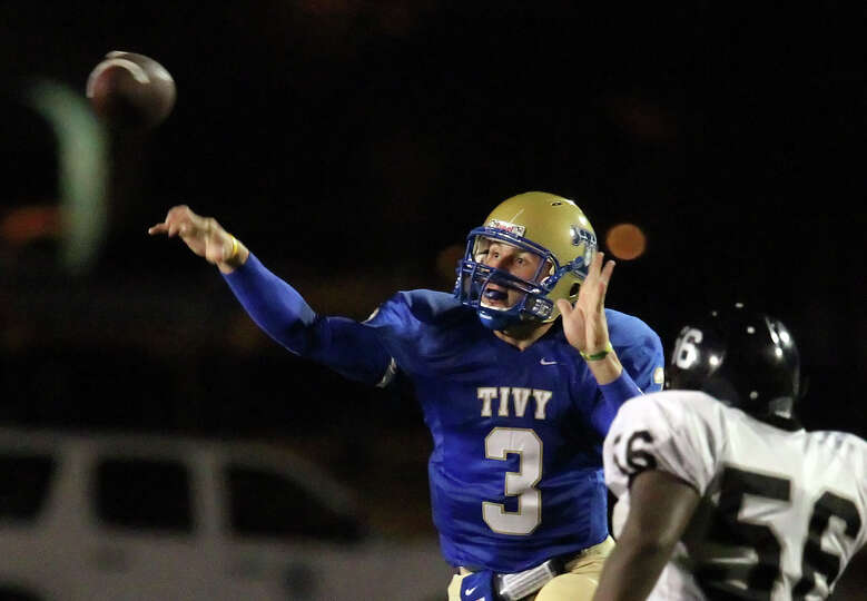 Kerrville Tivy's Johnny Manziel throws a pass against Steele's Zach Lloyd in football in Kerrvill