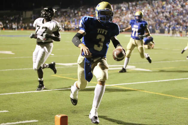 Kerrville Tivy's Johnny Manziel cruises into the endzone for a touchdown in the second quarter against Steele in football in Kerrville, Texas on Friday, Sept. 10, 2010. Photo: Kin Man Hui, San Antonio Express-News / San Antonio Express-News