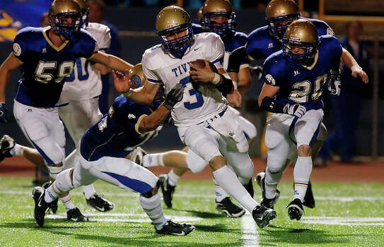 Kerrville-Tivy's Johnny Manziel (03) attempts to evade a pack of Alamo Heights Mules at Orem Stadium on Friday, October 30, 2009. Photo: Kin Man Hui, San Antonio Express-News / kmhui@express-news.net
