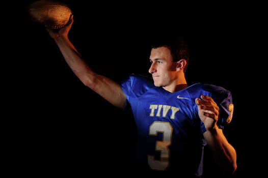 Johnny Manziel, senior quarterback at Kerrville Tivy High School, is the boys' offensive player of the year. 2009. Photo: Billy Calzada, San Antonio Express-News / gcalzada@express-news.net