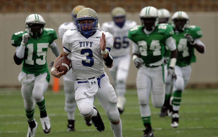 Kerrville-Tivy's Johnny Manziel gets a long yardage run against Brenham in the 4A football state