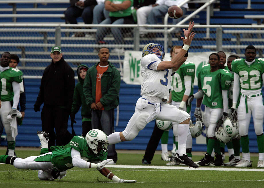 Kerrville-Tivy struck early with a 79-yard strike to Johnny Manziel (03) against Brenham's Robert Felder (07) in the first quarter in the 4A football state semifinals in Georgetown, Texas on Saturday, Dec. 12, 2009. Tivy lost 31-21. Photo: Kin Man Hui, San Antonio Express-News / kmhui@express-news.net