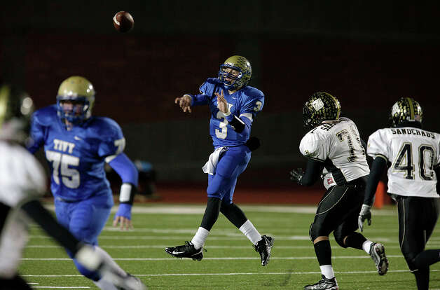 Kerrville-Tivy's Johnny Manziel throws on the run against Calhoun in Class 4A Div. II state quarterfinal football game at Heroes Stadium on Friday, Dec. 4, 2009. Photo: Kin Man Hui, San Antonio Express-News / San Antonio Express-News