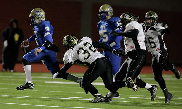 Kerrville-Tivy's Johnny Manziel (03) takes off running ahead a trio of Calhoun defenders on his way to a touchdown during their Class 4A Div. II state quarterfinal game at Heroes Stadium on Friday, Dec. 4, 2009. Photo: Kin Man Hui, San Antonio Express-News / kmhui@express-news.net
