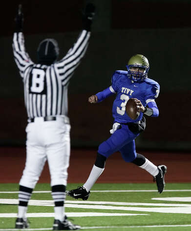 Kerrville-Tivy's Johnny Manziel (03) runs in for a touchdown against Calhoun during their Class 4A Div. II state quarterfinal game at Heroes Stadium on Friday, Dec. 4, 2009. Photo: Kin Man Hui, San Antonio Express-News / kmhui@express-news.net