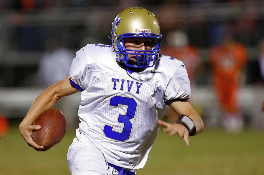 Kerrville Tivy's Johnny Manziel runs for an 89-yard touchdown on this play against Burbank at SAISD Sports Complex on November 14, 2008. Photo: Kin Man Hui, San Antonio Express-News / San Antonio Express-News