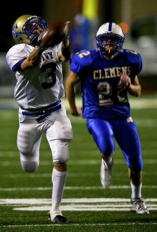 A pass falls out of reach of intended receiver Johnny Manziel as he is defended by Clemens' Billy Scott in the first half Friday, November 7, 2008 at SCUCISD Stadium. Photo: Express-News File Photo / SAN ANTONIO EXPRESS NEWS